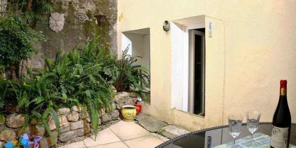 location-argeles-terrasse-exterieur-maison-village-centre-charme-vacances-plage