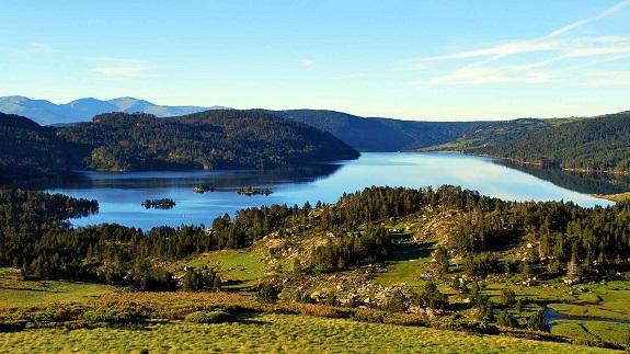 lac-des-bouillouses-montagne-pyrenees-orientales