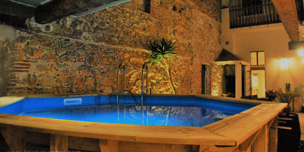 location-de-vacances-rivesaltes-piscine-hors-sol-bois-nuit-soir-exterieur